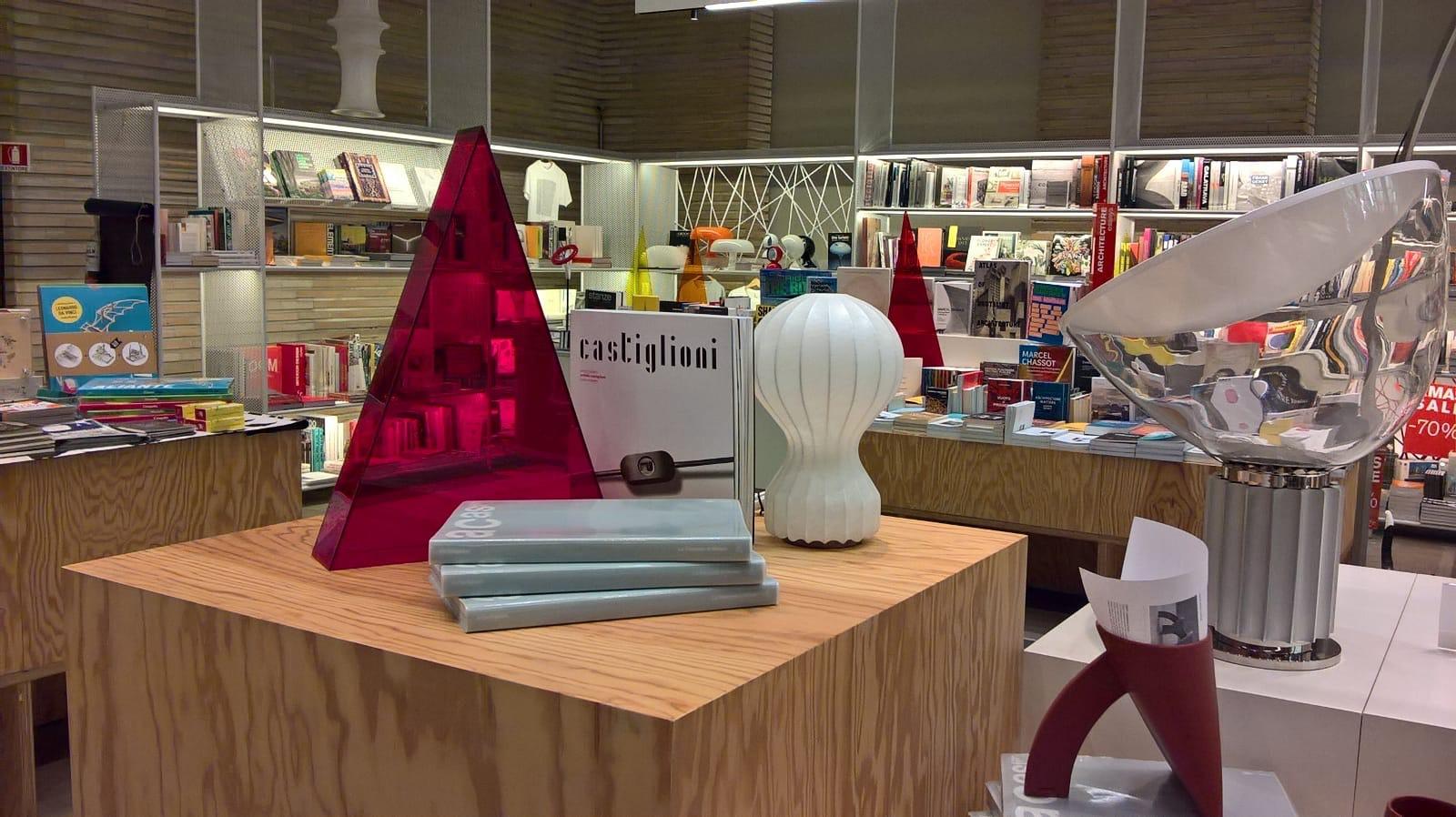 Allestimento del bookshop della Triennale di Milano