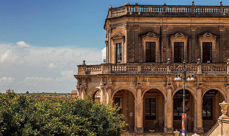 Sicilia. Noto, dentro e fuori