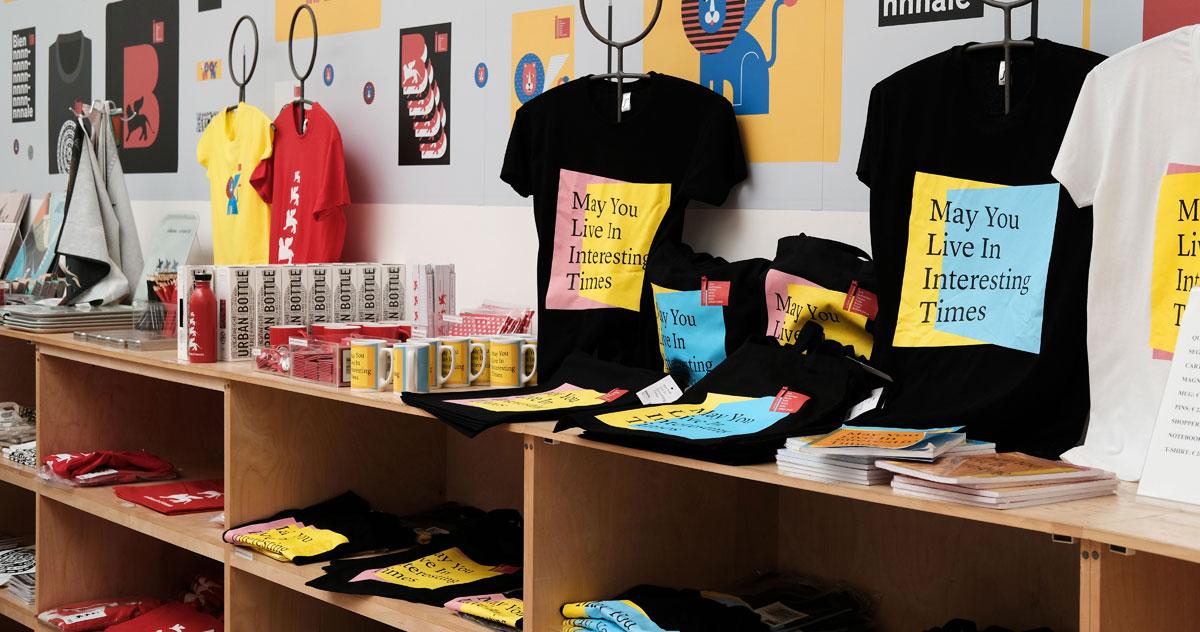 Scopri i bookshop della Biennale, dove l'arte è celebrata dagli oggetti