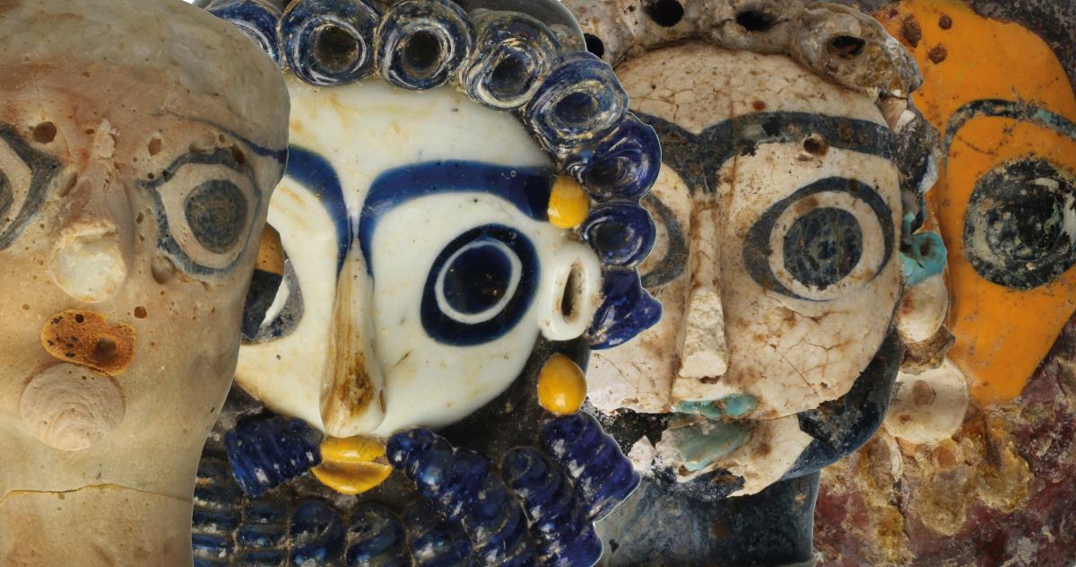 Pendenti a testa, pasta vitrea, Musée National de Carthage, Tunisia